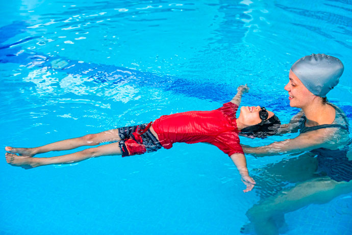 Should Children Learn to Swim With or Without Goggles?