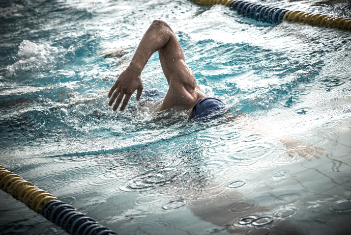 A young female front crawl swimmer using a compact arm recovery