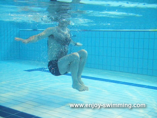 Underwater sculling movements