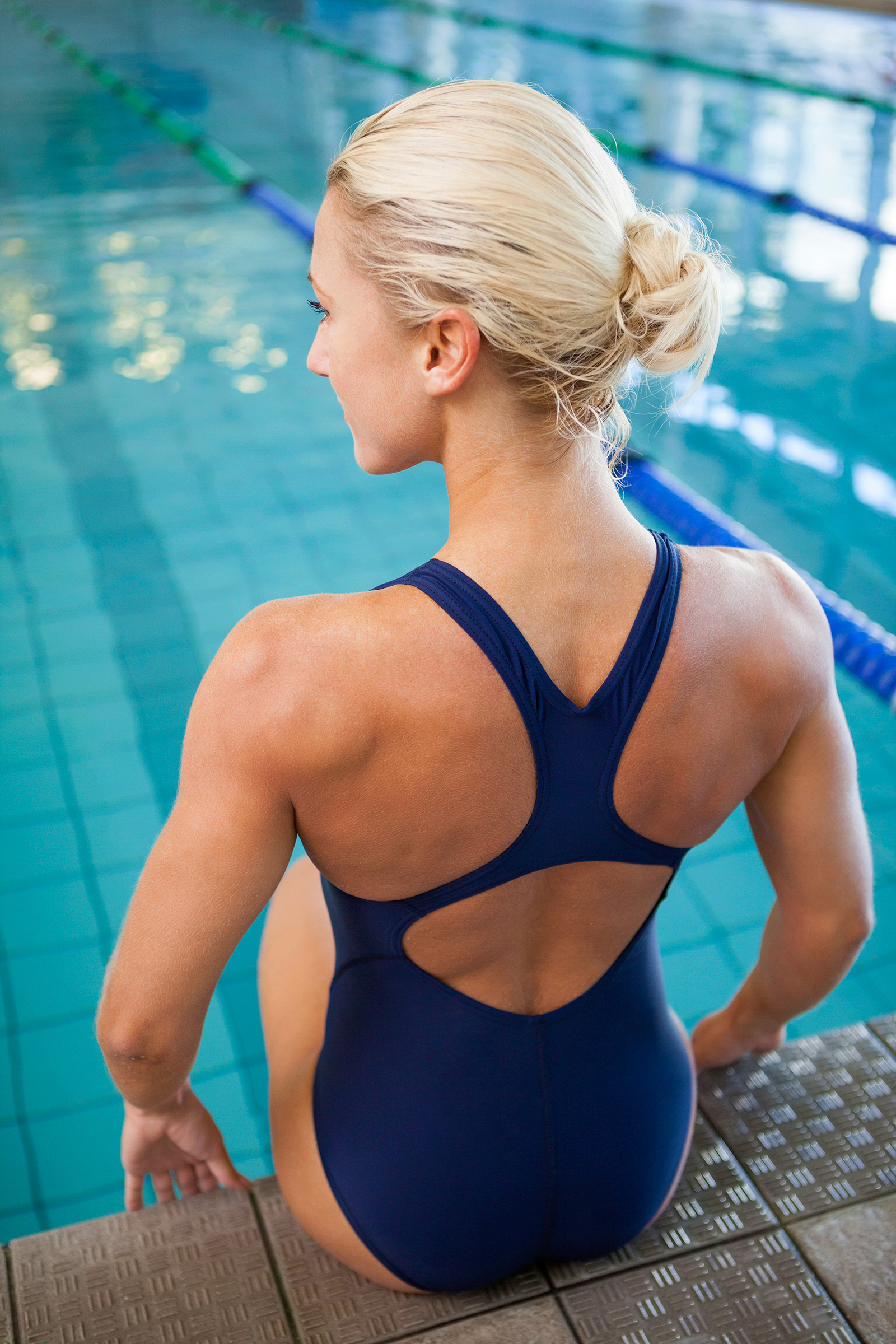Focus on the shoulders of a well-toned female swimmer